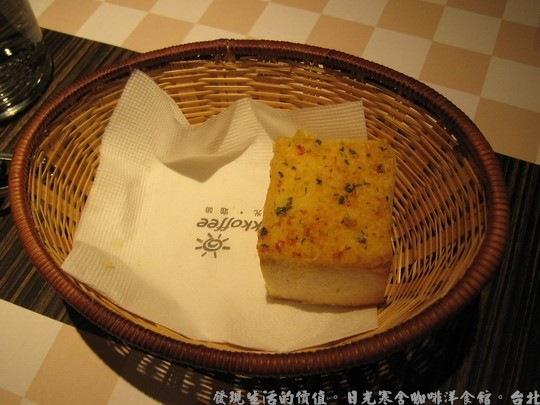 日光寒舍咖啡洋食館,方塊狀的蒜味餐前麵包