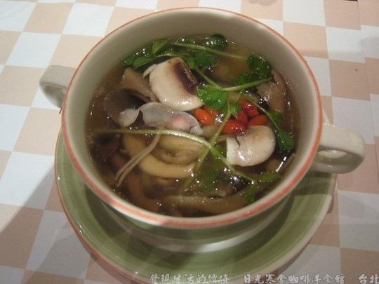 日光寒舍咖啡洋食館,湯-養生野菇清湯