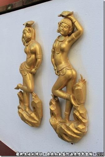 知本富野溫泉休閒會館,四面佛的牆上還有一些雕塑也可以瞧瞧,每個都維妙維肖喔!
