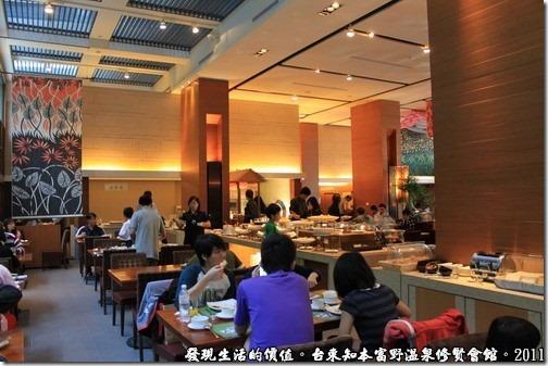 知本富野溫泉休閒會館,飯店早餐的自助餐廳。大約可座100個客人左右。