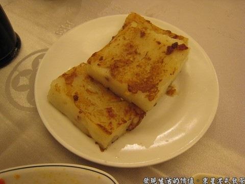 京星港式飲茶,臘味蘿蔔糕,個人推薦這道小點心,蘿蔔糕的口感綿密沒有纖維,煎得外皮稍微酥脆,內裡粉嫩。