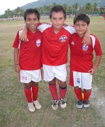 Gustavo Velasco dos, El Pato uno  y Ángel otros dos para sumar los cinco goles del Efiz contra la Puerta.