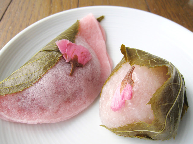 左:鎌倉五郎的長命寺櫻餅,右:たねや的道明寺櫻餅
