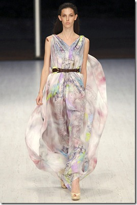 MATTHEW-WILLIAMSON-SPRING-RTW-2011-PODIUM-034_runway