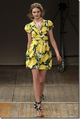 MOSCHINO-CHEAP-AND-CHIC-SPRING-RTW-2011-PODIUM-015_runway