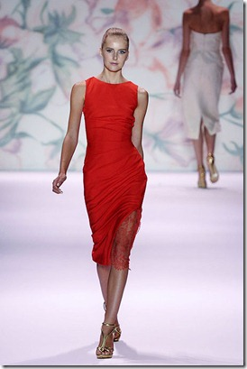 MONIQUE-LHUILLIER-SPRING-2011-RTW-PODIUM-003_runway