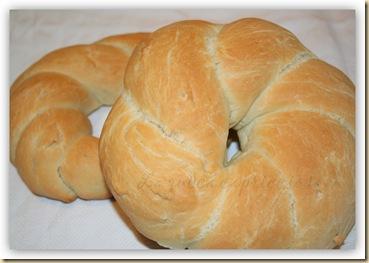 ciambelle di pane intrecciate all'olio4