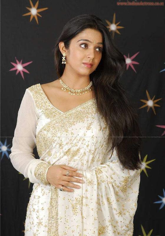 tollywood-actress-charmi-in-designer-white  saree_actressinsareephotos_blogspot_com_20