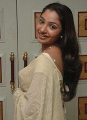 tamil-actress-maya-unni-in-saree-stills_actressinsareephotos_blogspot_com_26