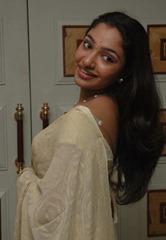 tamil-actress-maya-unni-in-saree-stills_actressinsareephotos_blogspot_com_36