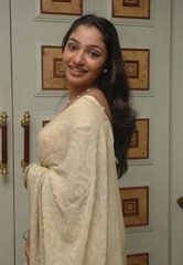 tamil-actress-maya-unni-in-saree-stills_actressinsareephotos_blogspot_com_38