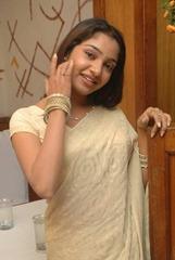 tamil-actress-maya-unni-in-saree-stills_actressinsareephotos_blogspot_com_42