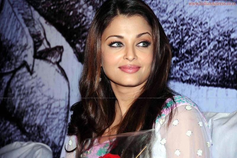 Aishwarya-Rai-hot-in-white-saree-30