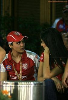 Katrina-Kaif-Preity-Zinta-at-IPL-2