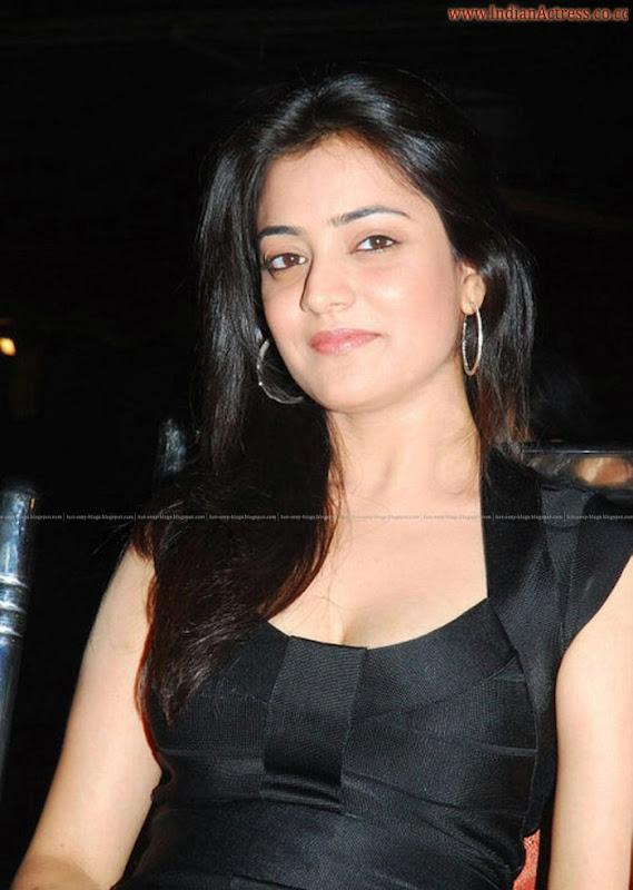 Nisha-Agarwal-sexy-leg-show-indianactress-wallpapers.blogspot.com  (1)