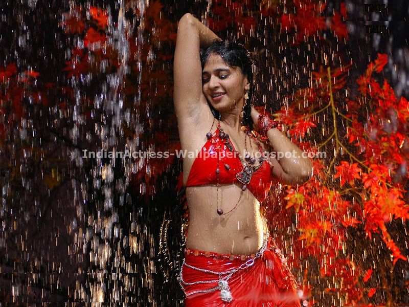 Anushka Red Hot (3)