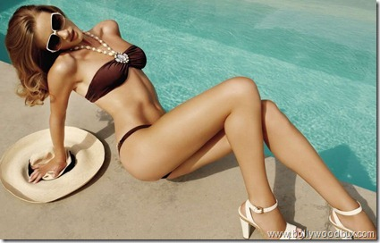 Beach Bunny  Rosie Huntington Whiteley (13)