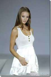 Rosie Huntington-Whiteley Runway fashion Show (30)