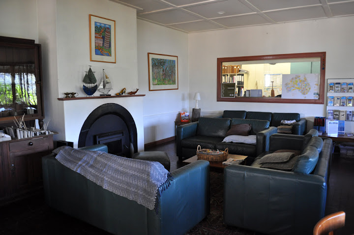 The hostels boathouse-like common area has comfortable couches, a fire place and heaps of books. Photo by Bobbi Lee Hitchon