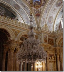 huge-chandelier-in-the