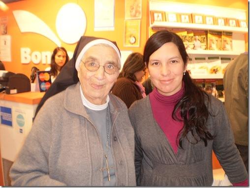 Hna Bernarda en la Feria del Libro