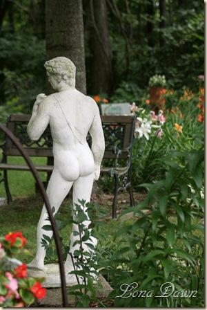 LF_Statue