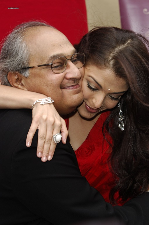 Aishwarya Rai Latest Scandal Having Romance With Old Guy