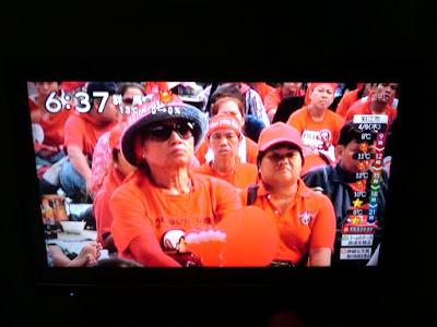 ある朝、出社の準備をしていたらうちのテレビにタイのデモが流されていた。