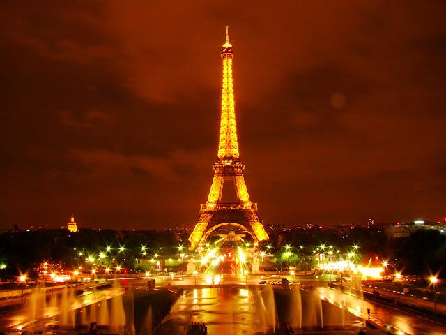 Torre Eifel iluminada