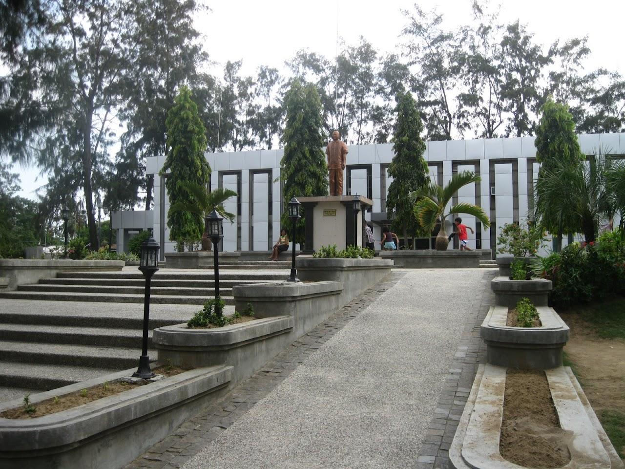 [Danao-City-Hall-and-Plaza-25.JPG]