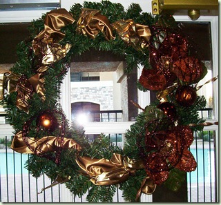 pool-door-wreath-web