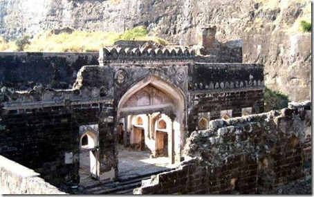 2. Daulatabad Fort - Historical Place in India (3)