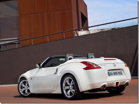 2011-Nissan-370Z-Roadster-Rear