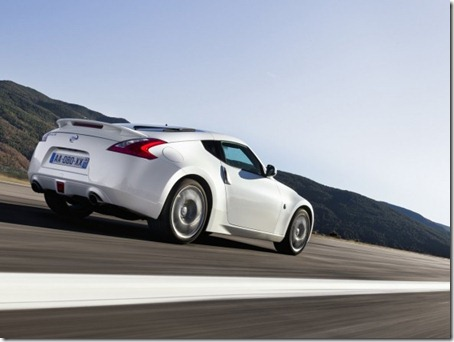 2011-Nissan-370Z-Coupe-Rear