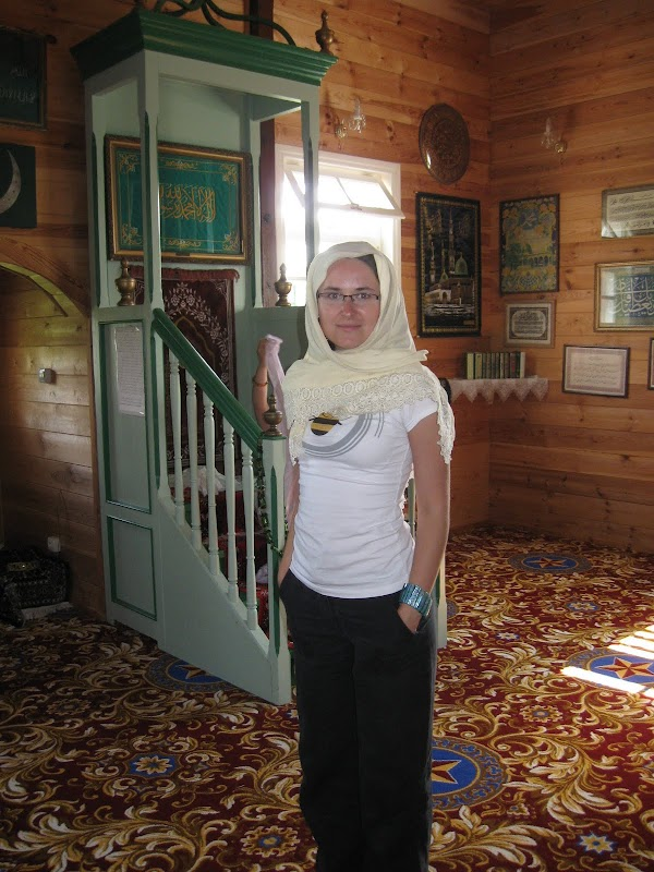 Kasia 6 lat wcześniej w tradycyjnym nakryciu głowy