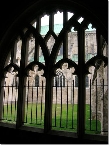 walk round chichester cathedral 015