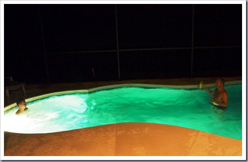 Zwembad in de avond