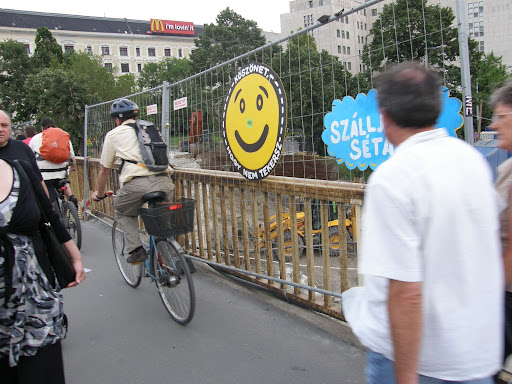 Budapest,  blog,  Margit-híd,  biciklizés, bringázás, gyalogos forgalom, bunkó bringások, taplóság, seggfejség, konfliktus, közlekedés