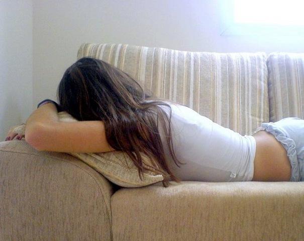 [garota fake deitada no sofa[2].jpg]