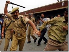 2afda890-baa8-f294-59cc-b009a15eab53-news_fb_IndianPoliceOfficer_Fuel