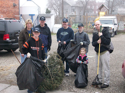 """Green Team"" volunteers help clean up downtown Washington"