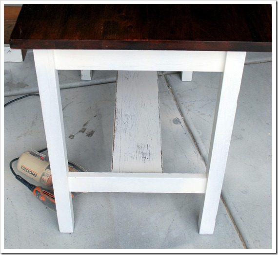 white desk 001