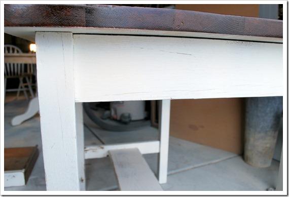 white desk 002