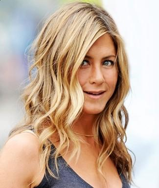 Jennifer Aniston Wavy Hairstyle