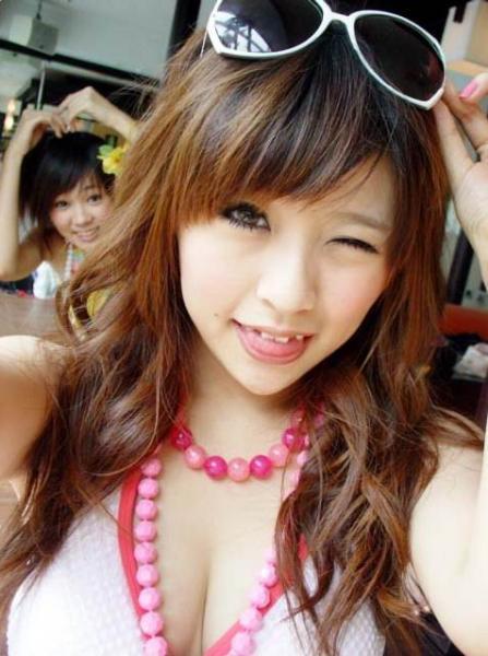 非主流女生胸发型图片