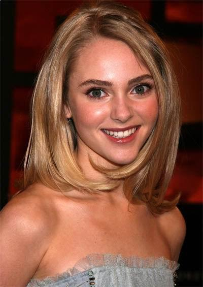 Anna Sophia Robb shoulder length hairstyle