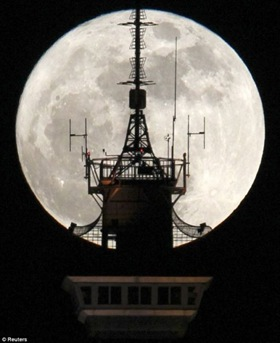 close_encounter_supermoon_06