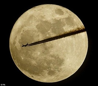 close_encounter_supermoon_01