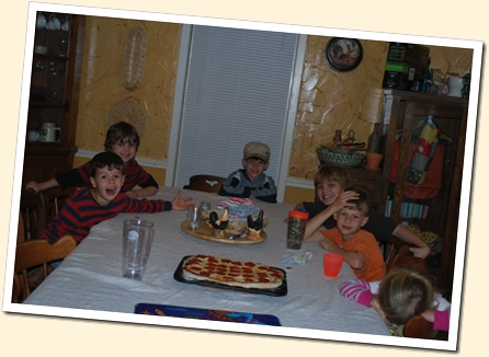 6 hungry kids and 1 pizza