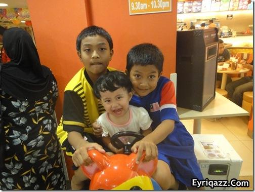 Alisya bersama Upin dan Ipin008